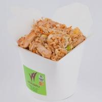 Жареный рис с ананасом, мясом цыпленка, вес: 300 грамм